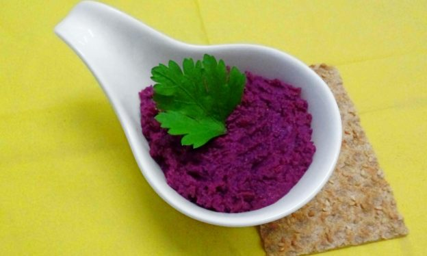 Roasted beetroot hummus
